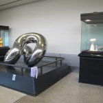 sculture in ceramica mostra un calice per alviero a seattle
